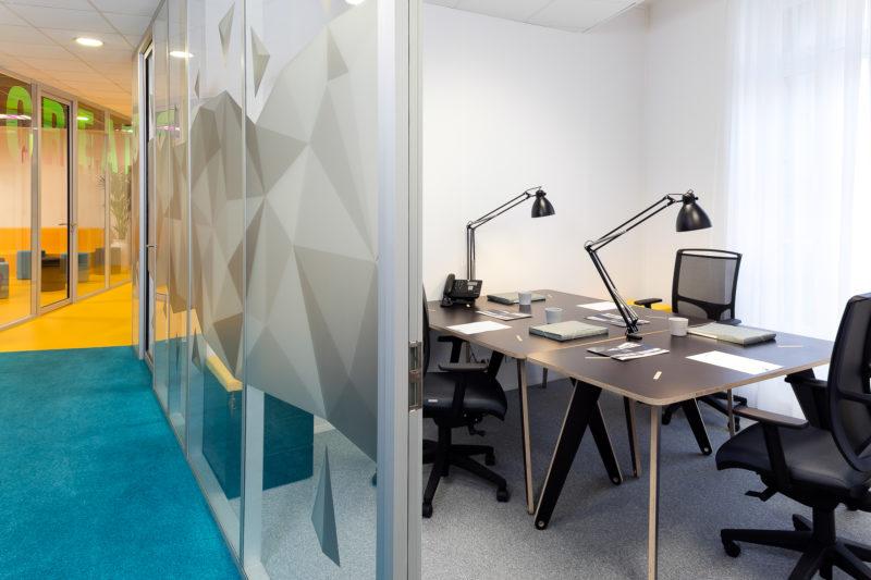 Un bureau de coworking pour trois disponible à la location au coworking Marseillais ILovIT